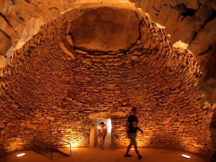 antequera-dolmens-inside-antequera-tholos-romeral-dolmen_de20ea36-4cf1-11e6-85e3-522dd231fa74