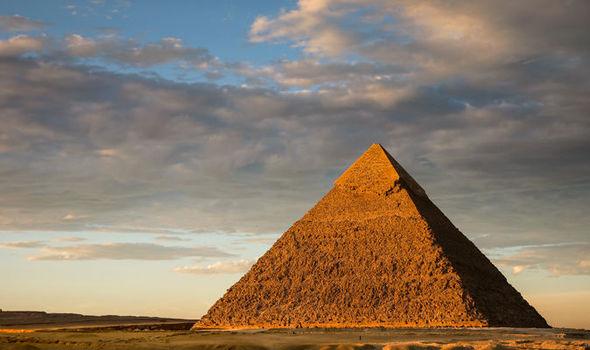 great-pyramid-996800.jpg