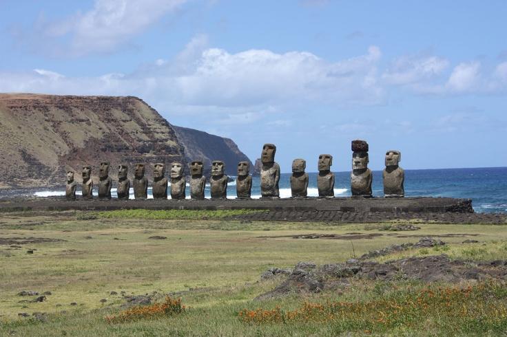 Easter_Island_Ahu_Tongariki_6691055587.jpg