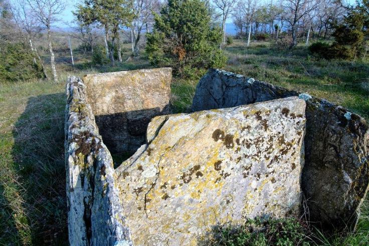megalithikos-tafos-02