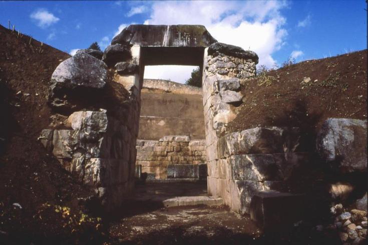 minyan tomb orchomenos.png
