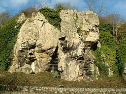 256px-Caves_Creswell_Crags_-_geograph.org.uk_-_90873