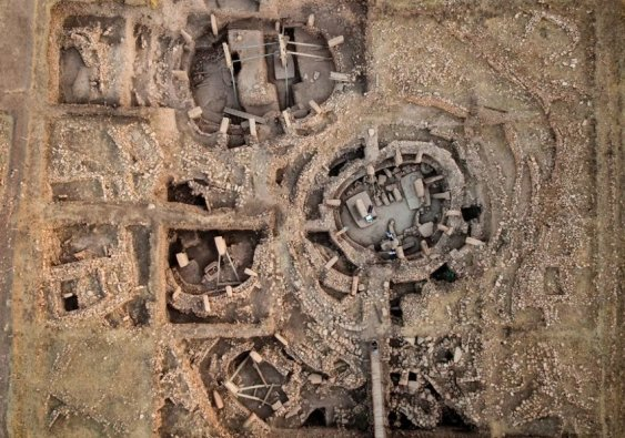 Aerial-view-of-Gobekli-Tepes-six-structures-for-orientation-of-the-central-pillars-of