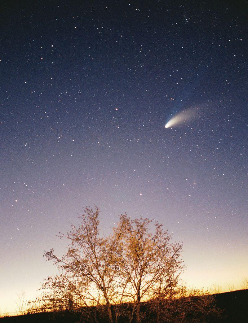 800px-Comet-Hale-Bopp-29-03-1997_hires_adj.jpg